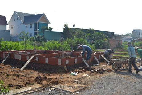 Mua đất cất nhà là điều không còn xa xôi, chỉ với 384 triệu, công chứng ngay.