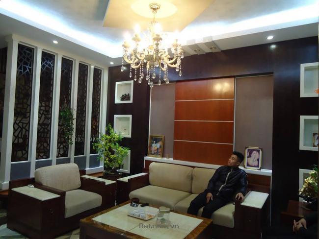 Chính chủ cần bán gấp nhà mặt phố Nam Trung Yên 70m2.