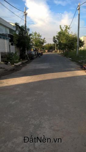 Bán gấp lô đất đường nội bộ xe hơi 9m đường Lê Văn Lương, Nhà Bè. Diện tích : 4m x 15m. Pháp lý: Sổ đỏ, xây nhà ra sổ hồng riêng. Giá 10,5tr/m2