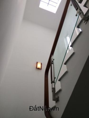 Nhà phố hoàn thiện, thiết kế đẹp, Liền kề Phú Mỹ Hưng. 3 tầng giá 1250 triệu