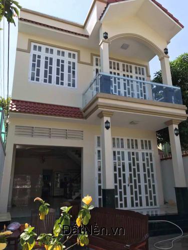 Cần bán gấp nhà 1 trệt 3 lầu, 2 mặt tiền ngay TTHC huyện Long Thành