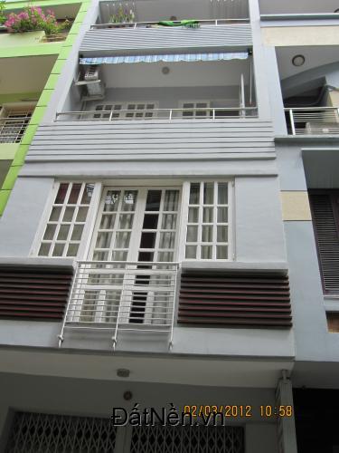 Nhà phố Tôn Thất Tùng, Quận 1, 68m, 6 tầng, 10 phòng, ôtô, 12,5 tỷ, cho thuê.