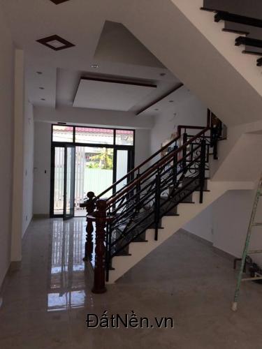 Cần bán gấp căn nhà phố thuộc đường Lê Văn Lương. Diện tích: 3.7x9. Thiết kế 1 trệt 2 lầu. 3 phòng ngủ, 3wc.