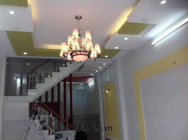 Bán nhà 1 trệt 2 lầu đẹp hẻm 1 sẹc Tỉnh Lộ 10 gần chợ Da Sà, chính chủ