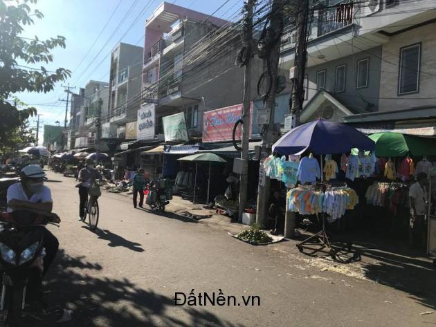 Bán nhà mặt phố đường Nguyễn Trung Trực,đang kinh doanh ngay cổng chợ KCN Thuận Đạo(5x20). 900tr