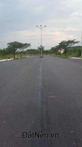 Cần bán đất mặt tiền đường nhựa kdc Thung Lũng Xanh giá 800 triệu/nền