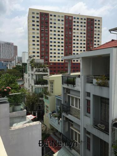 Nhà hẻm lớn gần Trung Tâm Hồ Chí minh Q1,giá rẻ