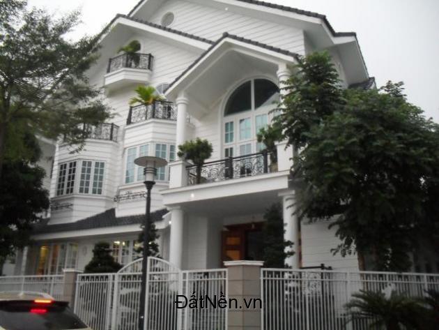 Sang nhượng căn biệt thự nằm trên đường quốc lộ 1A – Bình Chánh