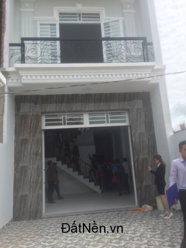 Bán nhà cách chợ Bình Chánh 4km giá 800tr, dt 100m2 ngân hàng hỗ trợ vay dài hạn