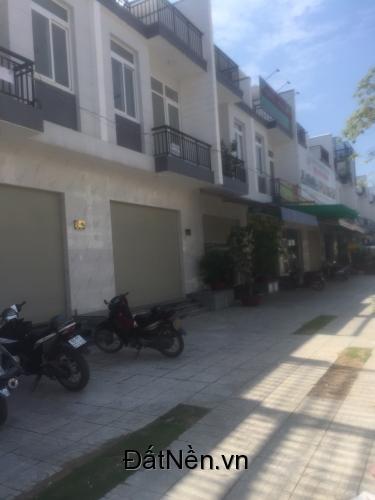 Cần bán gấp căn nhà MT đường XTT17 giá 1ty600