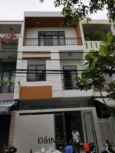 Định cư nước ngoài cần bán gấp nhà mặt tiền trung tâm Hải Châu.