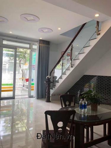 Cần tiền bán nhanh căn nhà mặt tiền Đỗ Tấn Phong, Dĩ An, Bình Dương giá rẻ
