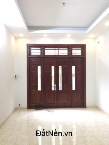 Siêu phẩm trong ngõ 200 Vĩnh Hưng, nhà mới 42m2 xây 5 tầng, SĐCC, ô tô đỗ cửa