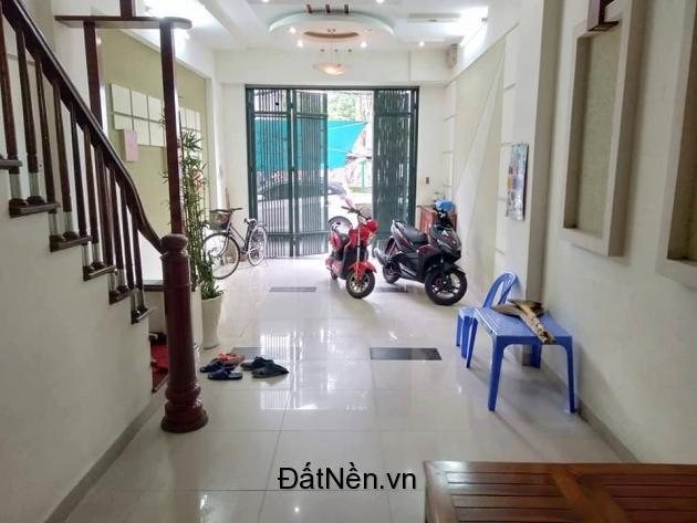 Bán nhà Nguyễn Chí Thanh: 40m2*5Tầng, 6 ngủ, OTO vừa Vào Nhà vừa Đổ Cửa.