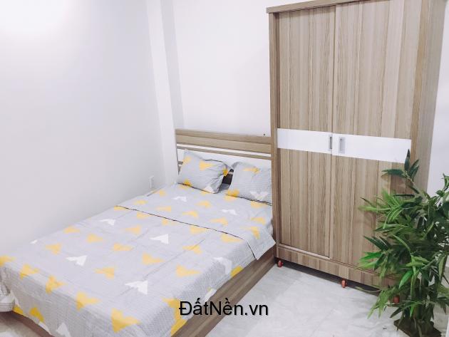 Phòng trọ đầy đủ nội thất, có tủ lạnh, giá 4.500.000, ngay ngã tư phú nhuận