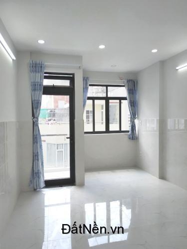 Phòng trọ quận Bình Thạnh, 25m2 mới đẹp, có ban công, cửa sổ, hẻm 7m. Giá rẻ nhất khu này. Xem hình.