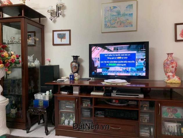 Bán gấp nhà Chùa Láng 48m mt 4m giá 3 tỷ 300tr  liên hệ Mr Đức 0964256681