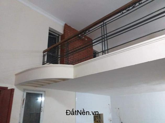 Bán nhà lô góc ngõ 55 phố Chính Kinh, DT 30m2,  ngõ rộng thoáng, hơn 2 tỷ.