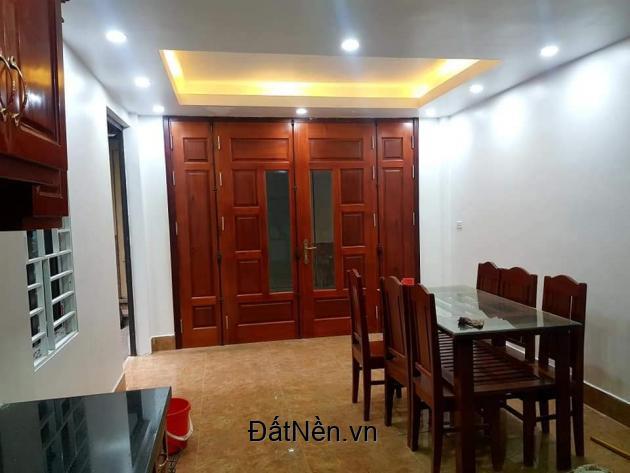 Bán nhà đẹp ở ngay Đào Tấn, 30m, giá 2,8 tỷ.