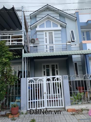 Bán nhà 1 trệt 1 lầu vừa mới xây xong nằm cách chợ Rạch Kiến, Cần Đước 800m, 1ty5 SHR