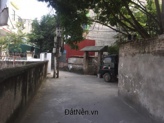Bán 43m2 sổ đỏ, giá 1.24 tỷ, đường thẳng rộng 4m, gần chợ Tình Quang, Giang Biên:0982269369