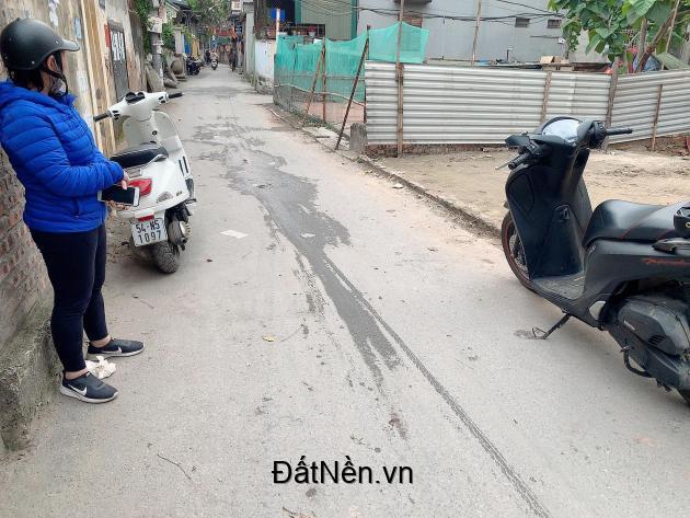 Bán đất thông số đẹp, DT 35m Xuân Phương nhỉnh 2 tỷ- vị trí đẹp.