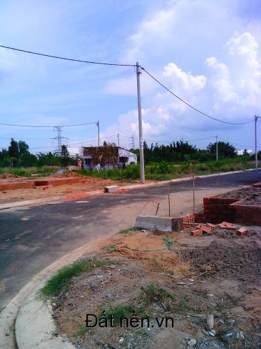 Bán gấp lô đất ngay chợ Phú Lạc, Quốc Lộ 50, Bình Chánh, Dt: 4m x 15m, cách Nguyễn Văn Linh 3km, khu vực đang xd