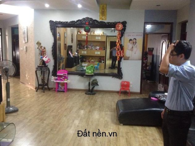 Bán căn hộ 152m2 chung cư 17T5 trung hoà nhân chính giá rẻ