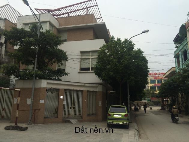 Bán nhanh Biệt thự KĐT Văn Phú: lô góc BT2 hoàn thiện đẹp, 213 m2 mặt sau đường 42m, đầu KĐT giá 13,3 tỷ