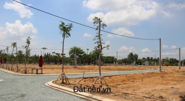 Cần tiền trả nợ ngân hàng nên gia đình sang lại 3 nền hướng Đông ở KDC Tân An.Lh 0984381038